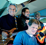 Mit Mahavishnu-Programm auf Tour: John McLaughlin & 4th Dimension