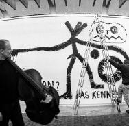 Peter Kowald & A.R. Penck beim Workshop Freie Musik 1984