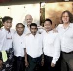Tim Isfort & Jan Klare mit Musikern aus Myanmar