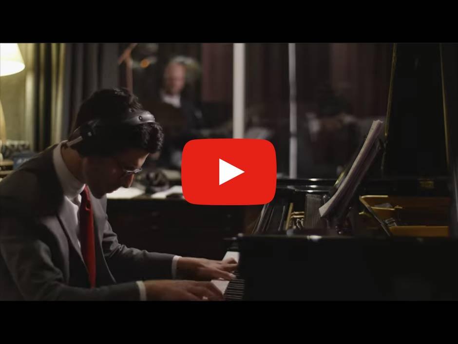 Gabriel Latchin Trio - Jingle Bells (Screenshot: YouTube)