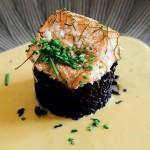 Lachs auf Maracuja-Weisswein-Sauce und schwarzem Reis