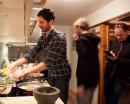 Alfred Vogel, Daniel Helbock und Dieter Ilg in der Küche